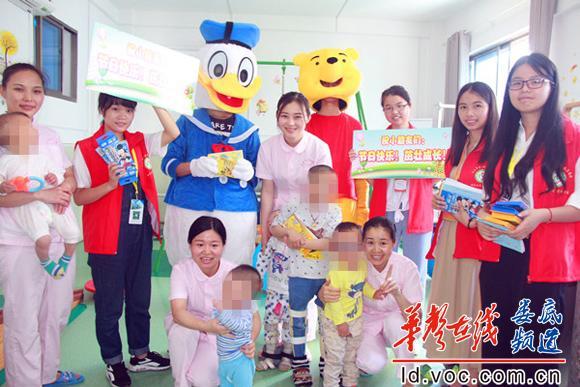 志愿者队伍走进儿童保健康复中心_副本.jpg